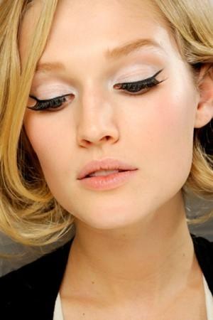 Τα 6 βήματα για να βάλετε eye liner
