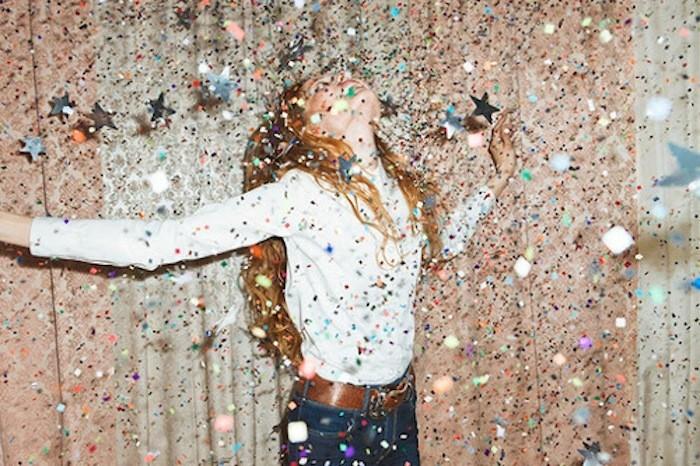 Τι πρέπει ν΄αφήσουμε πίσω για να νιώσουμε ευτυχισμένοι το 2016