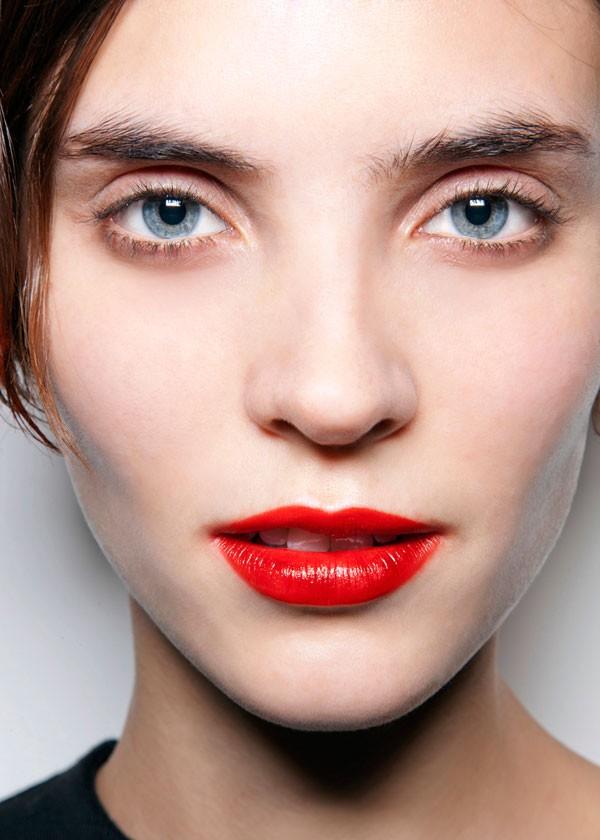6 μακιγιάζ με κόκκινο κραγιόν για το ρεβεγιόν