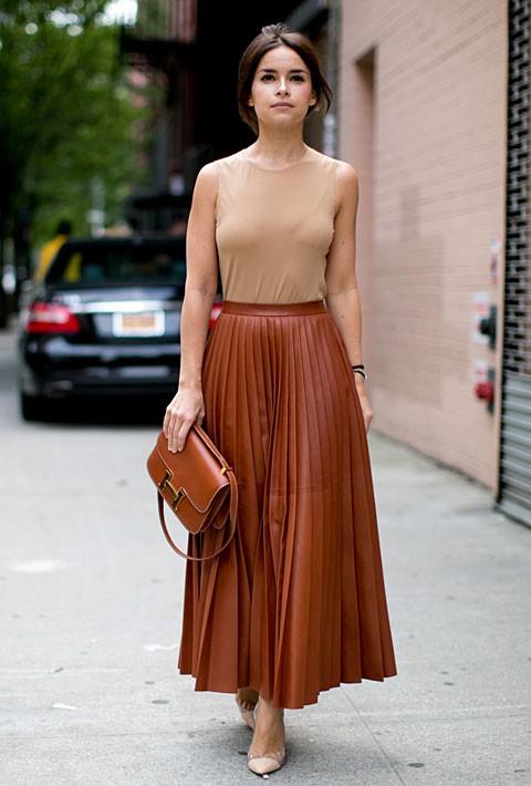 Δερμάτινη φούστα  Οι νέες δερμάτινες φούστες και πώς θα τις φορέσεις ... 38ed2b3421f