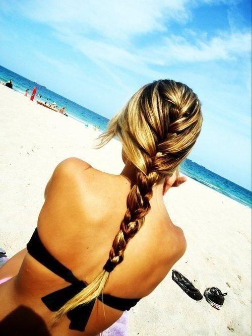 9 καλοκαιρινά χτενίσματα για την παραλία και όχι μόνο