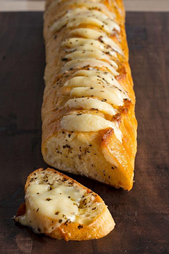 Φτιάξτε στα γρήγορα σκορδόψωμο με τυρί (συνταγή)
