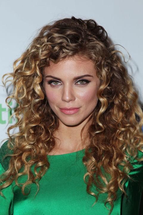 Σγουρά μαλλιά: Τα ωραιότερα χτενίσματα για μαλλιά με μπούκλες