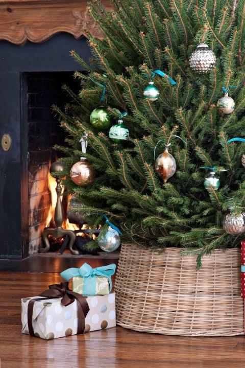 10 ιδέες για να διακοσμήσεις τη βάση του χριστουγεννιάτικου δέντρου