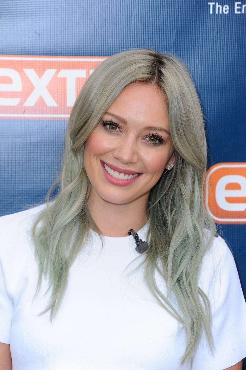 Γκρι χρώμα στα μαλλιά: Κι όμως αυτό είναι το trend που διαλέγουν οι σταρ
