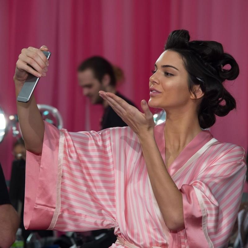Μαλλιά με όγκο: Δείτε τους τρόπους που χρησιμοποιούν τα top models