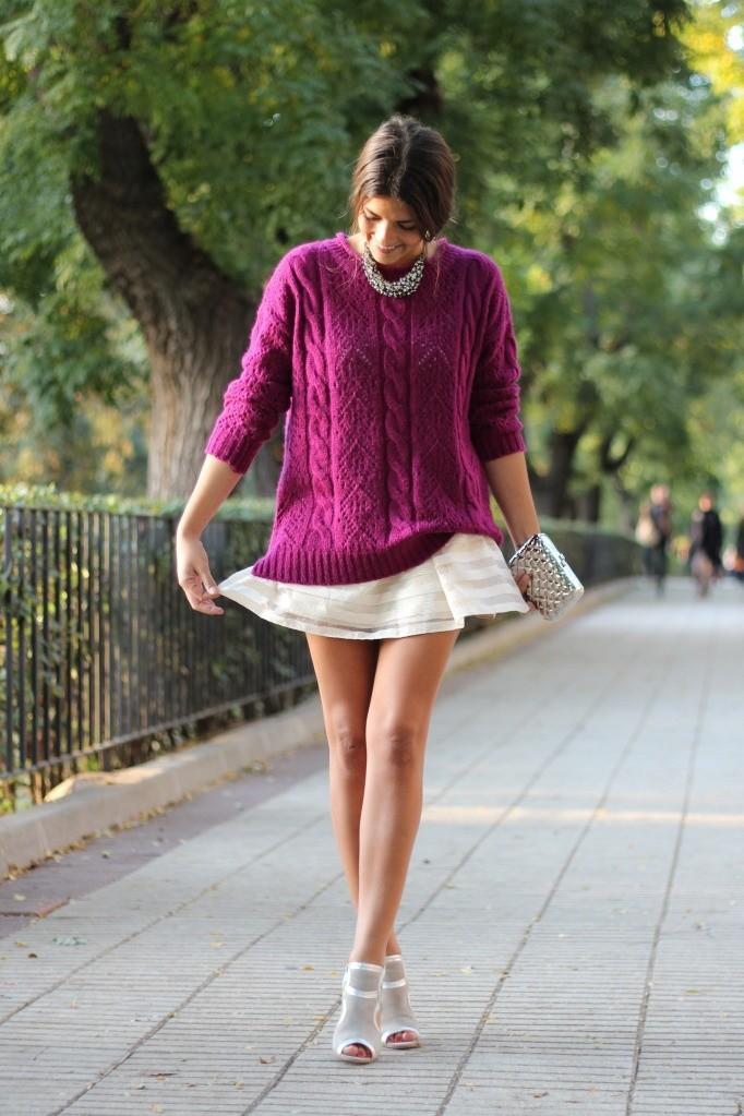 Φορέστε το πρωί στο γραφείο τη μίνι φούστα σας με μια φαρδιά μπλούζα και  σακάκι a9ff9d0dc93