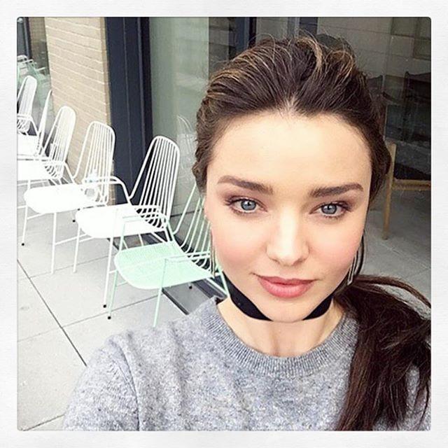 Πώς θα βγάλεις την τέλεια selfie όπως οι celebriries