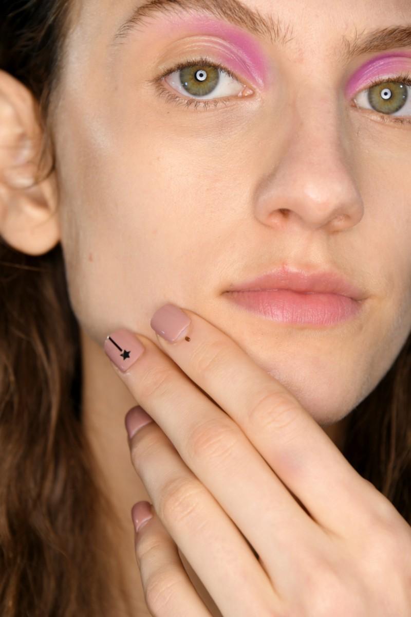 Σχέδια και νέα trends στα νύχια, για τον χειμώνα