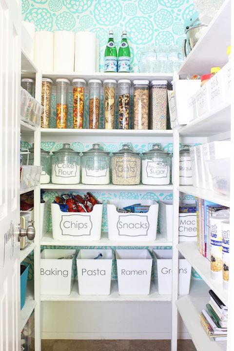 Πώς θα οργανώσετε τα ντουλάπια της κουζίνας σας
