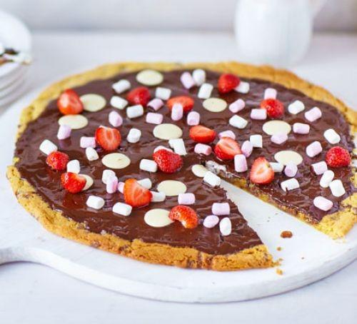 Γλυκιά πίτσα σοκολάτας με καραμέλες (συνταγή)