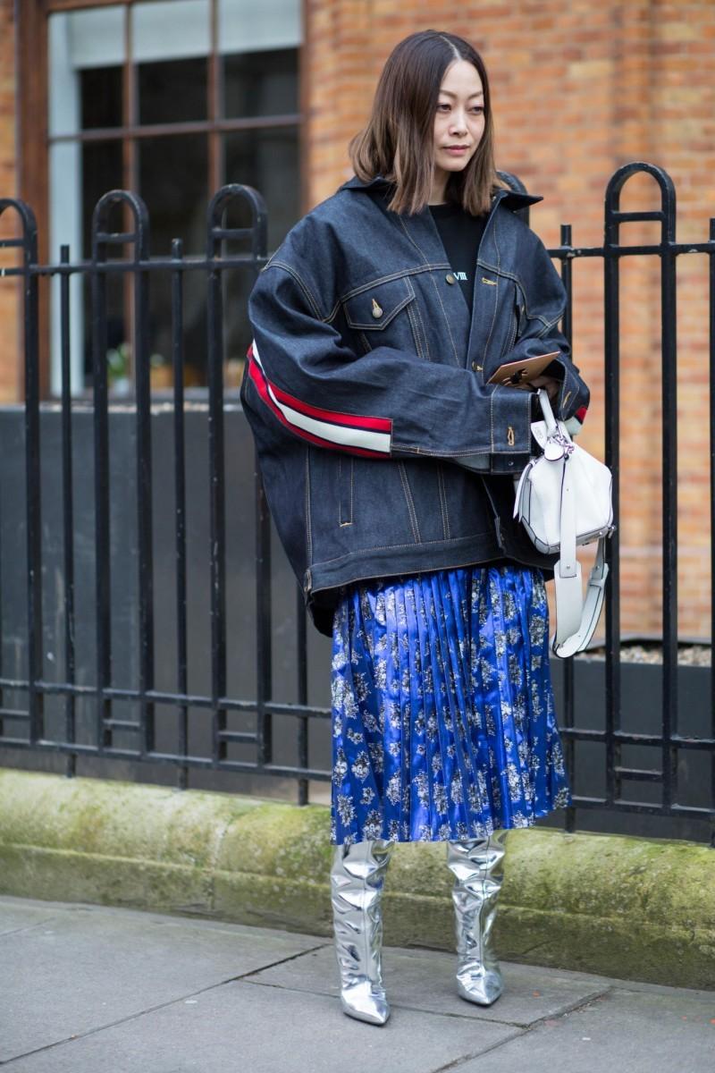 Πλισέ φούστες: Ποιες θα φορεθούν φέτος και πώς θα τις συνδυάσεις