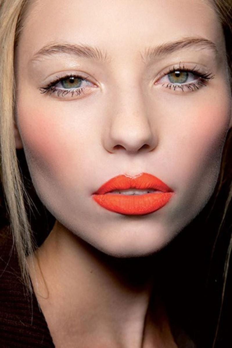 Πώς θα επιλέξεις το πορτοκαλί κραγιόν για το δικό σου δέρμα