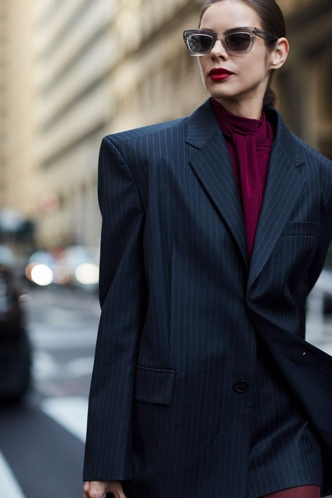 Όλοι οι στιλάτοι τρόποι για να φορέσεις τώρα το σακάκι σου ... 772e1cc26b6