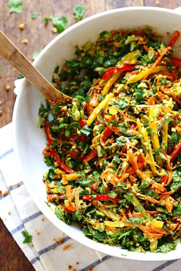Πράσινη ταϋλανδέζικη σαλάτα με κάσιους (συνταγή)