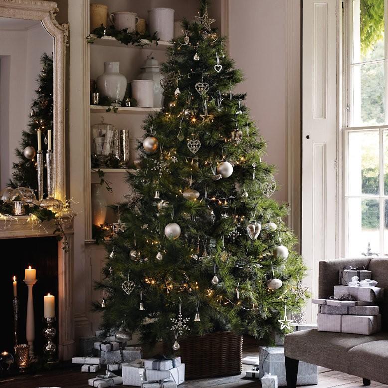 Οι πιο chic προτάσεις για το χριστουγεννιάτικο δέντρο σας φέτος