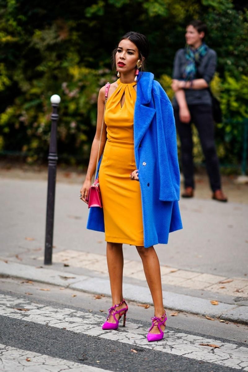 Πώς θα συνδύασεις τα χρώματα στο ντύσιμό σου, σύμφωνα με τις τάσεις