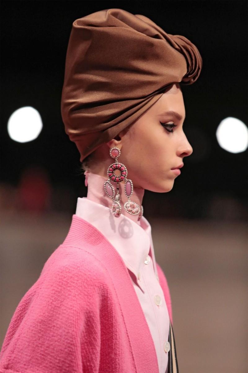 Τα πιο trendy σκουλαρίκια που θα φορέσουμε την άνοιξη και το καλοκαίρι