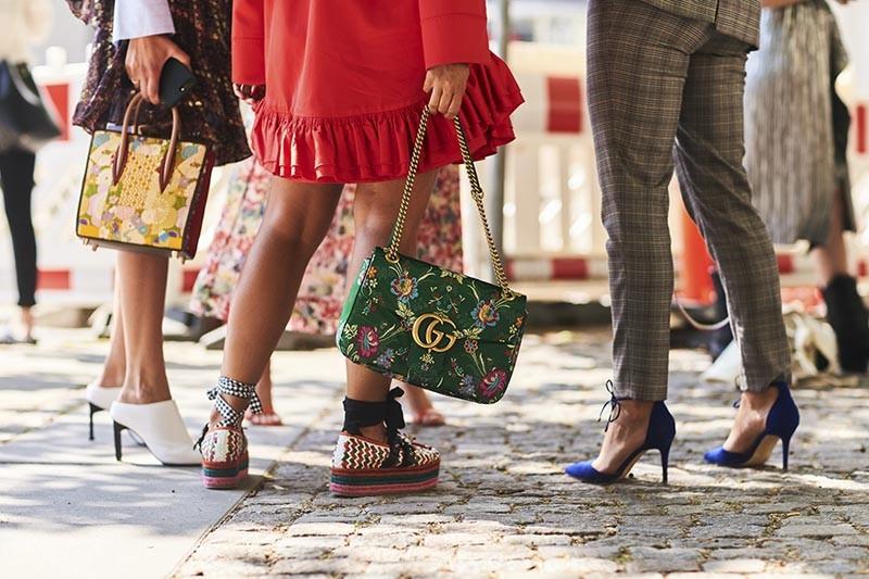 689d2d3c85 Τι αλλάζει αυτό το καλοκαίρι στα παπούτσια  Ποια από τα παλιά μας ζευγάρια  θα κρύψουμε για πάντα στο πατάρι