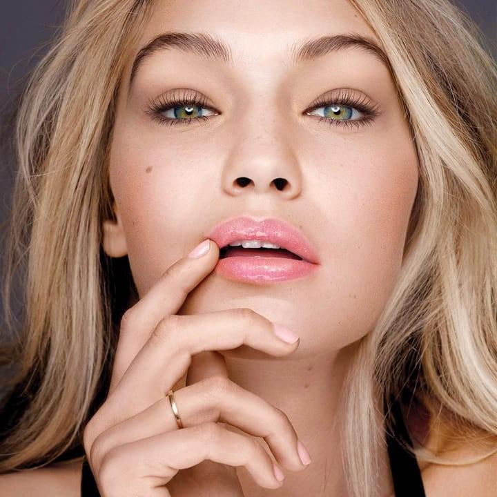 Όλα τα μυστικά για ζουμερά χείλη με λιπ γκλος