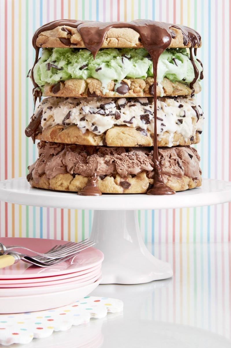 Πρωτότυπη τούρτα μπισκότο με παγωτό
