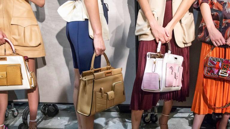 Τι χρώμα τσάντας θα κρατάνε όλες αυτό το καλοκαίρι 2019;