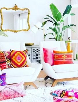 Ξέρεις πως τα χρώματα αλλάζουν τη διάθεση σου; Παρε ιδέες λοιπόν και βάλε χαρά στο σαλόνι σου!🎉Link in bio 👆🏻 ————————-• #womannowgr #colours #colorful #readyforsummer #happyday #happyme #decorationideas #livingroomdecor
