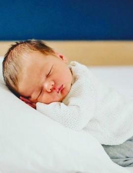 Έτσι θα πούμε καληνύχτα απόψε...τόσο τρυφερά!❤️ —————————• #womannowgr #cutebabies #cute #love #sleep #goodnight #baby