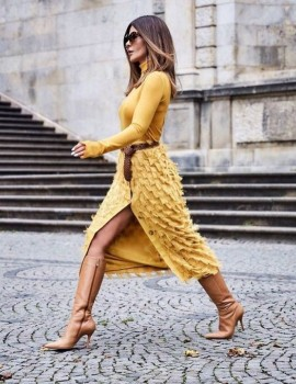 Βρες τα επόμενα ντυσίματα σου για το γραφείο ώστε να είσαι καλοντυμένη τώρα το φθινόπωρο! Link in bio ☝🏻 για να μάθεις! #womannowgr #womanstyle #officestyle #officelook #streetstyle