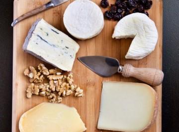 Πώς θα φτιάξετε το τέλειο πιάτο τυριών