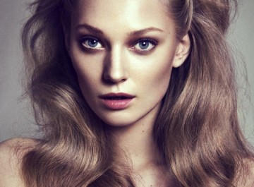 Μπούκλες και βάγκ για εντυπωσιακά μακριά μαλλιά