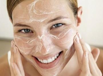 Κάντε το πρόσωπό σας να λάμπει με μια home made μάσκα
