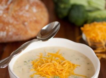 Σούπα με μπρόκολο και τυρί