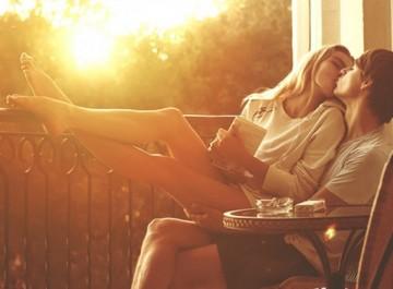 5 σημάδια που δείχνουν ότι σας θέλει πολύ