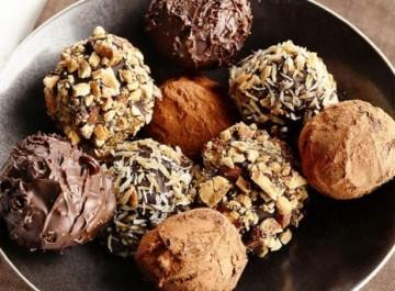 Φτιάξτε μόνη σας εύκολα σοκολατάκια τρούφες