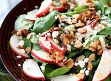 Σαλάτα με σπανάκι και μήλα