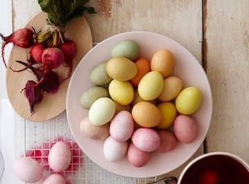 Βάψτε τα αυγά σας με φυσικά υλικά
