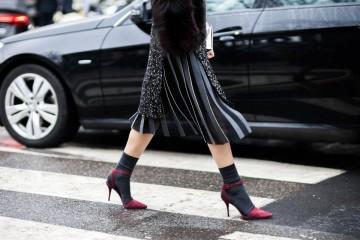 Κοντές κάλτσες με τακούνια: 10 τρόποι για να φορέσετε το νέο trend