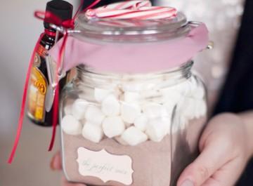 """Φτιάξτε μόνη σας """"γλυκά"""" χριστουγεννιάτικα δώρα για όλους!"""