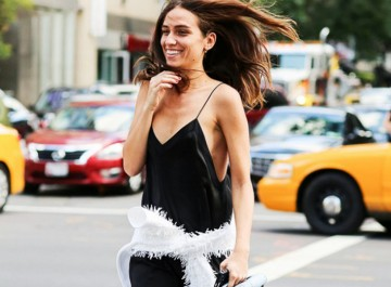 Πώς θα φορέσουμε το slip dress, το φόρεμα κομπινεζόν, με στυλ!