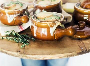 2 εκδοχές της αυθεντικής γαλλικής κρεμμυδόσουπας