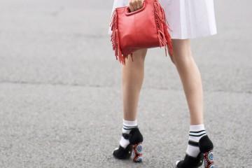 Πώς θα φορέσουμε κοντές κάλτσες με ψηλά παπούτσια;