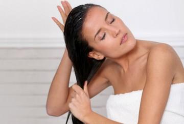 4 φυσικές μάσκες μαλλιών που θα φτιάξετε μόνη σας
