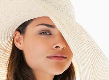 4 DIY φυσικές μάσκες προσώπου για μετά τον ήλιο