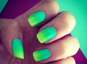 Ombre στα νύχια: Πώς θα κάνεις μόνη, το πιο καλοκαιρινό μανικιούρ