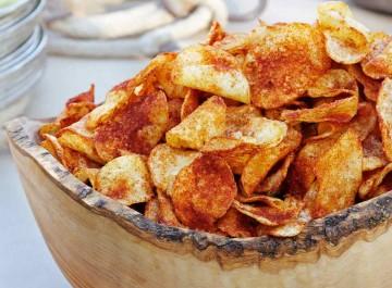 Όλα τα μυστικά για να φτιάξετε σπιτικά chips πατάτας (συνταγή)