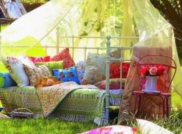 Καλοκαιρινή διακόσμηση βεράντας και κήπου