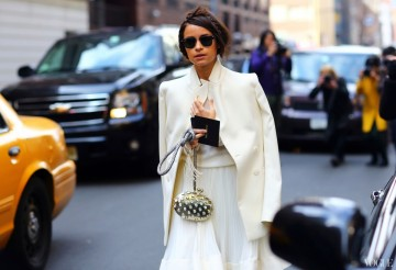 12 total white looks: Πώς θα φορέσεις το λευκό τον χειμώνα
