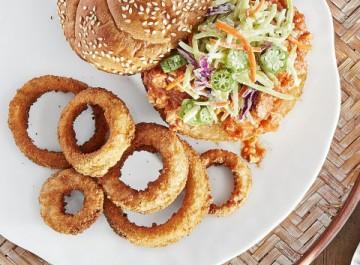 Τραγανά onion rings: Πώς θα φτιάξεις τηγανητά κρεμμύδια