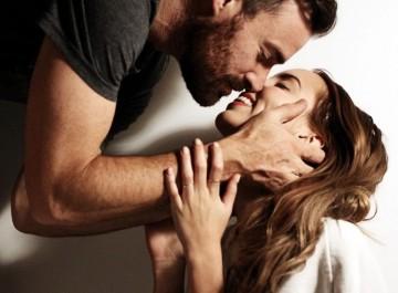 Πώς θα κάνετε έναν άντρα να καταλάβει ότι ενδιαφέρεστε γι αυτόν